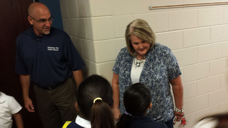 Mark Twain Elementary principal Sandy Phillips and superintendent Robert Neu welcomed students on the first day of class on Aug. 4, 2014. (Ben Felder)