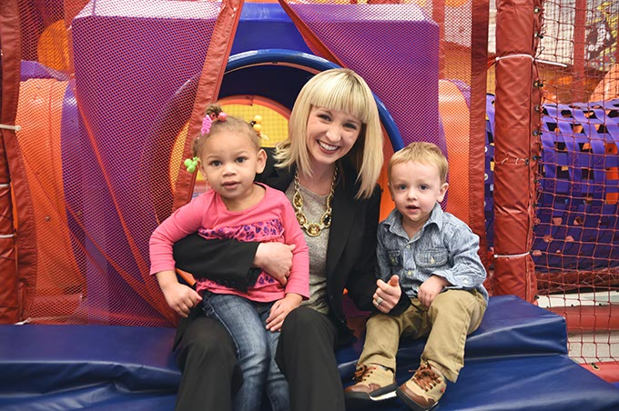 Special Care Kelli Dupuy with kids 5425mh